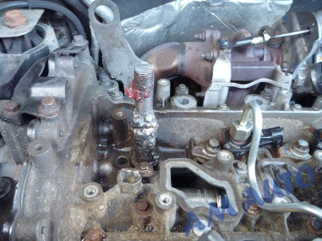 Snapped and                                       welded injector removed from                                       Renault Trafic with 2.0 engine